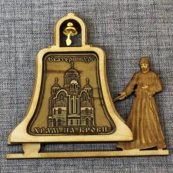 """Магнит из бересты монах с колоколом """"Храм на Крови"""""""
