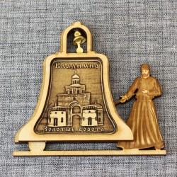 """Магнит из бересты монах с колокольчиком """"Золотые ворота"""" Владимир"""