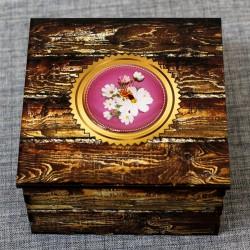 """Шкатулка из дерева со смолой """"Цветы с пчелой"""""""