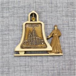 """Магнит из бересты монах с колоколом """"Кафедральный собор"""" Минск"""