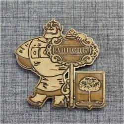 """Магнит из бересты резной с золотом ключ-богатырь """"Герб"""" Липецк"""