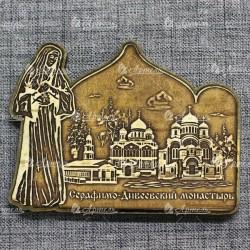 """Магнит из бересты резной с золотом монах с иконой""""Три собора.Дивеевский монастырь"""""""