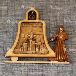 """Магнит из бересты монах с колоколом """"Успенский собор.Ачаирский мона"""
