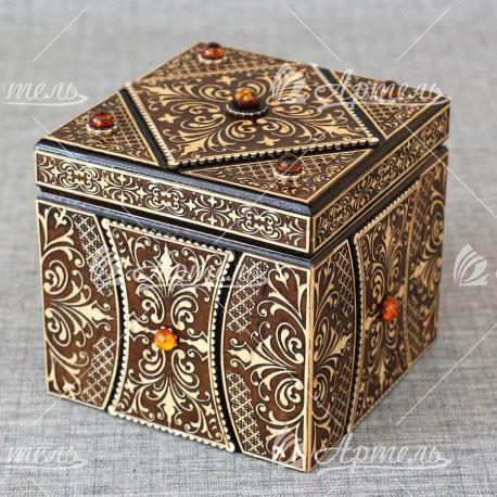Шкатулка из дерева куб с янтарем