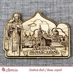 """Магнит из бересты резной с золотом монах с иконой""""Данилов монастырь"""""""
