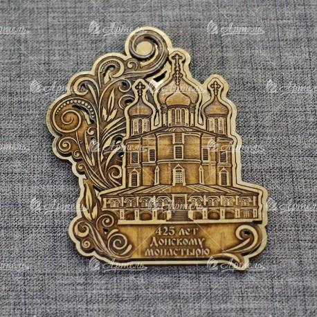 """Магнит из бересты резной c золотом """"Донской монастырь.Большой собор"""" 425 лет"""