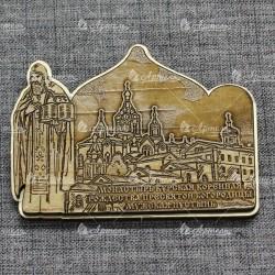 """Магнит из бересты резной c золотом монах с книгой """"Курская Коренная Рождество-Богородичная пустынь"""""""